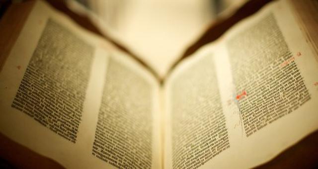 حراج هشت صفحه از کتاب مقدس گوتنبرگ
