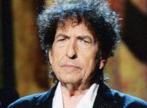 """باب دیلن ۷۵ ساله، """"مرد بسیار خوب و مهربانی"""" که سرانجام جایزه نوبل را گرفت"""