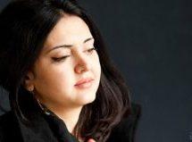 بشقاب سالمون بهتمامی از خون پاک نشده است / راشا عباس / ترجمۀ مهتاب محبوب